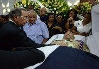 Danilo Medina asiste velatorio sargento asesinado