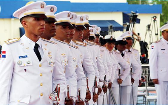 Presidente encabezó XVI Promoción de Cadetes FAD