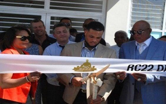 Robinson Canó inaugura primera escuela a través de su fundación