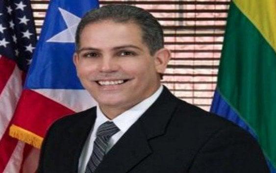Por «pavimentar» camino conduce a su casa suspenden alcalde