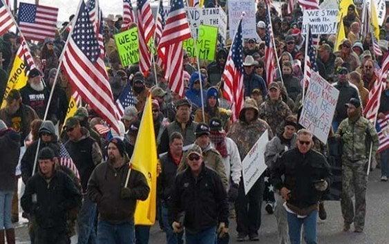 Manifestantes armados llevan tres dias tomando refugio en Oregon