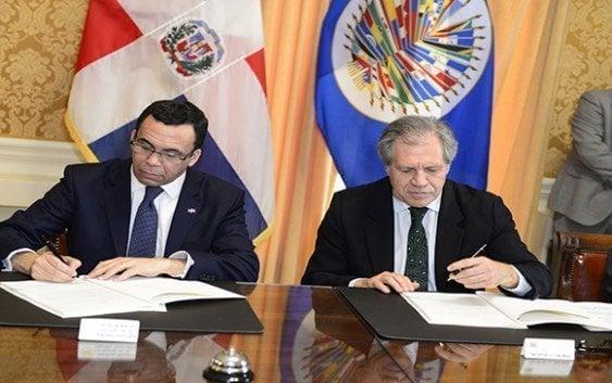 Navarro y Almagro firman acuerdo celebración Asamblea General en RD