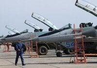 Rusia despliega cazabombarderos en base establecida frontera con Turquía