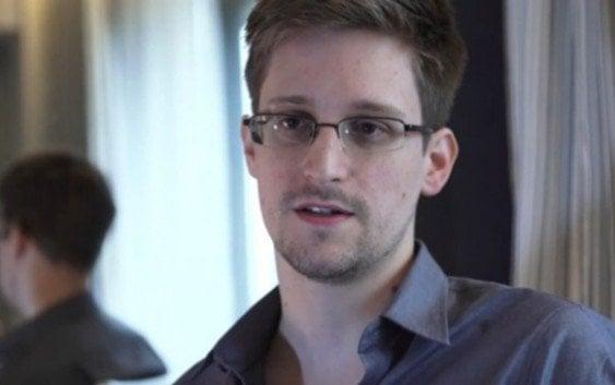 Edward Snowden apoya Apple en disputa con FBI