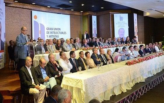 Intelectuales y artistas anuncian respaldo a Danilo Medina