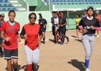 Federación de Softbol abre academia para niñas