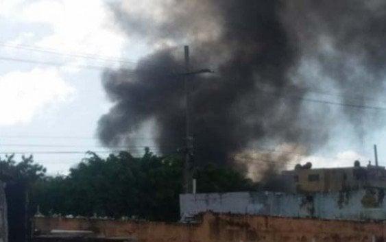Bomberos sofocan incencdio provocó camión tanque en planta de gas