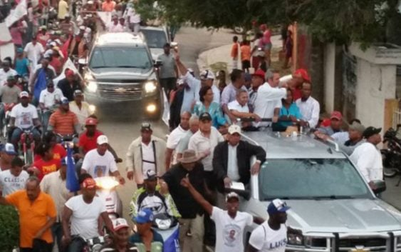Delincuentes tirotean anoche caravana Luis Abinader en Barahona