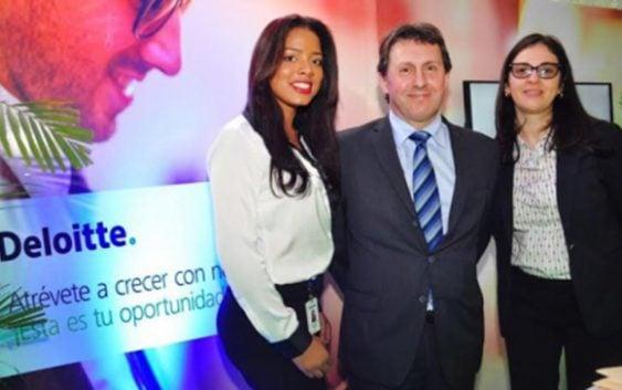 Deloitte participó en feria de empleo y pasantías de la UASD