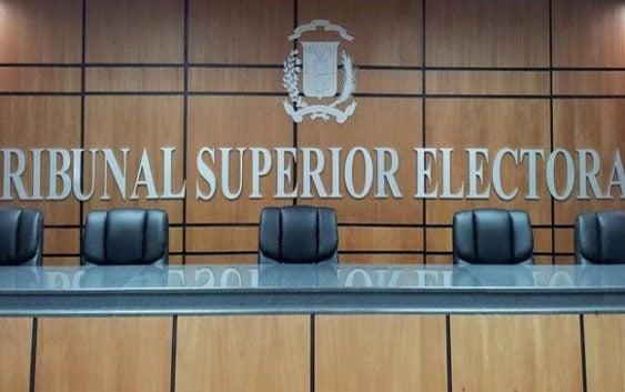 Jueces del TSE advierten sobre necesidad fortalecer partidos políticos
