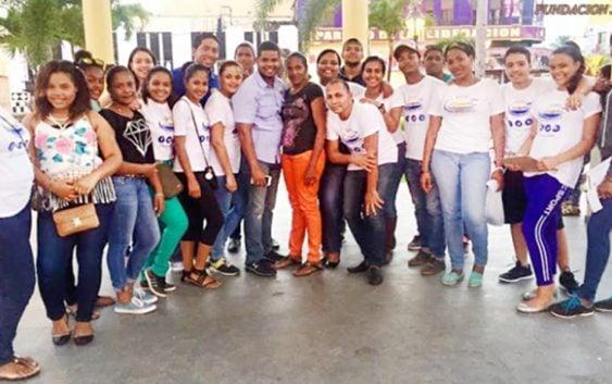 Solidaridad: Jóvenes recaudan 15 mil pesos para apoyar señora