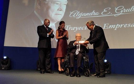 CONEP reconoce trayectoria empresarial y visión de Don Alejandro Grullón