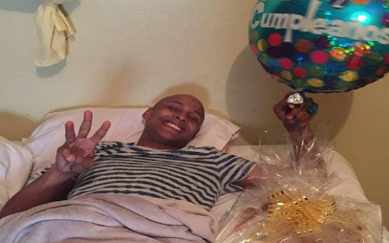 Joven requiere apoyo para poder caminar, tras cáncer