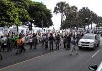 La Policía provoca la protesta de la Iglesia; Vídeo