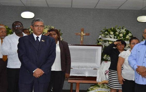 UNEV rinde homenaje profesor; Desmienten versión sobre muerte