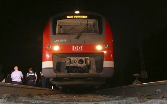 Terror: Cae delincuente atacó con hacha en tren a pasajeros