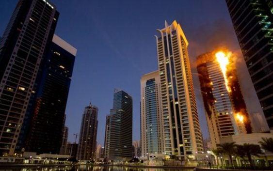 """Incendio afectó 50 pisos del lujoso rascacielos """"Sulafa Tower"""" en Dubái"""