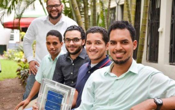 Estudiantes de Intec crean baldosa solar que genera energía limpia