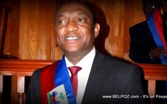 Senador haitiano Youri Latortue investiga su colega Felix Bautista; Vídeo
