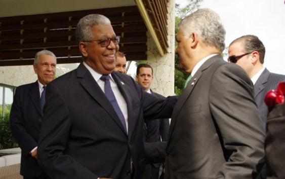 """Embajador Rubén Silié asegura """"no existe impedimento alguno para la exportación"""""""