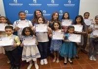 Banreservas premia niños ganadores del Concurso Navideño de Pintura