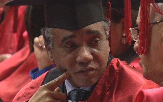 """Abuchean y gritan """"ladronazo"""" a Félix Bautista en graduación; Vídeo"""