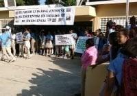 Realizan marcha contra paralización trabajos liceo de Guayubín