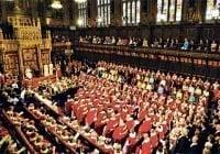 Legisladores británicos debaten revocar invitación a Trump