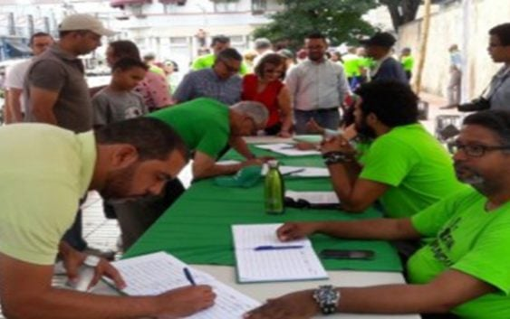 Odebrecht: Exigen fiscales independientes; Miles firman Libro y anuncian jornada