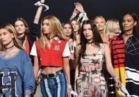 Pañuelos blancos contra Donald Trump en la Semana de la Moda