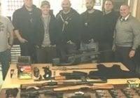 Policía de NY ocupa en allanamiento arsenal armas y drogas en Queens