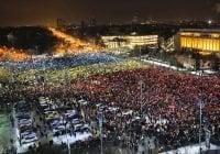 Más de medio millón protestan contra corrupción en Rumanía; Vídeo