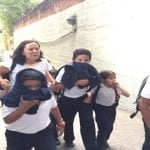 Terror de Maduro: Evacuan colegio San Pedro, pandilla GNB lanza bombas; Vídeos