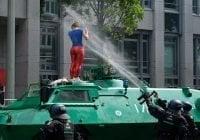 Alrededor de 200 policías heridos; un verdadero caos en protestas contra G20 en Hamburgo; Vídeo