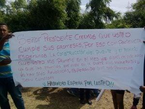 Exigen a Danilo construir puente y barrio en Habanero mientras inauguraba