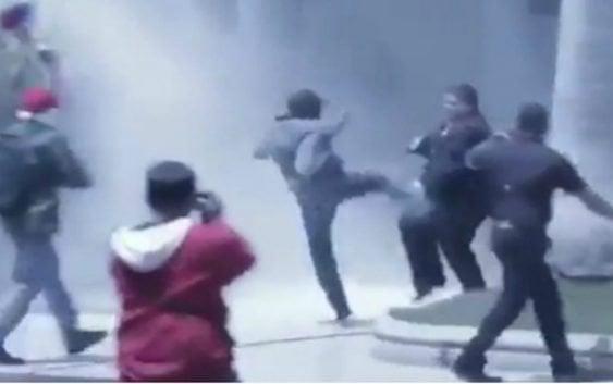 Bandas de Maduro asaltan AN, son enfrentados por diputados Cassella y Calzadilla; Vídeos