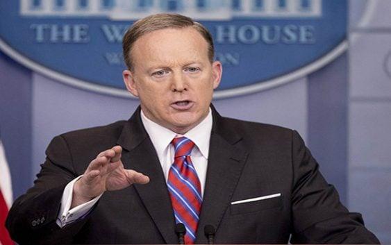 Sean Spicer, portavoz de la Casa Blanca renuncia