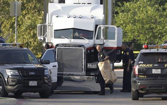 Encuentran ocho personas muertas dentro de camión en parqueo Wal-Mart en Texas