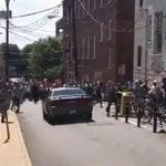 Racista: Se eleva a tres muertos; Auto arrolló multitud en marcha supremacista blanca en Virginia; Vídeos