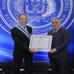 Gobierno dominicano condecoró al embajador de Canadá