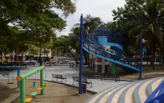 David Collado le entrega un parque nuevo a Cristo Rey; Aboga por solución con Lajun