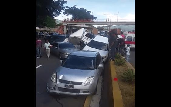 Accidente entre ocho vehículos en Piedra Blanca, autopista Duarte; Vídeo