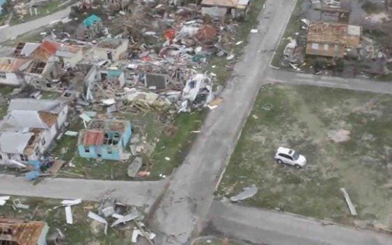 NHC; Huracán Irma: 10 muertos; Destrucción en Barbuda, Anguilla, Saint Martin, Barth y Bartolomé y PR; Se aleja de la RD