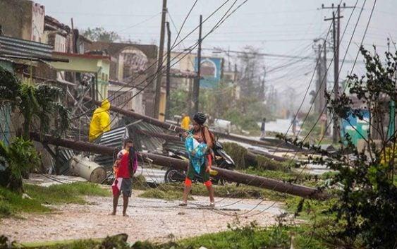 Centro Nacional de Huracanes: Avisos y Vigilancias; Irma, 3 muertos y 200 mil casas sin luz en Florida