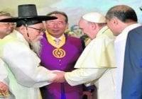 Papa Francisco recomienda a religiosos coreanos no ceder a la retórica del odio