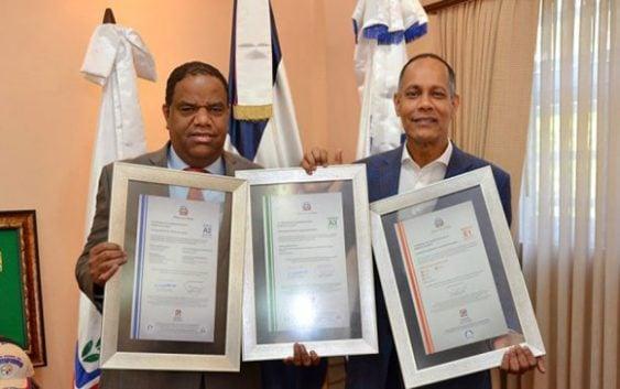 Optic entrega tres certificaciones Nortic a Miderec