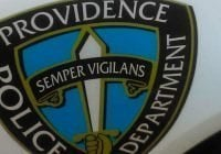 Dominicano acusado de delito grave de agresión doméstica con arma peligrosa, su auto