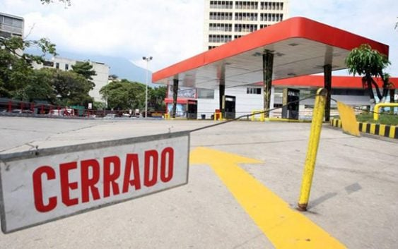 El infierno venezolano: Cerraron 323 estaciones de combustibles en una semana