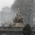 La nieve produce un gran caos en carreteras y aeropuertos en España,