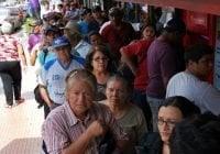 Tortura de la dictadura: Anciano murió haciendo fila dos días por su pensión de un dólar